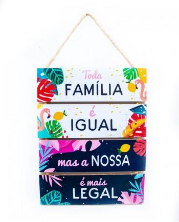 Placa Decorativa em Mdf Frases - Família é tudo igual